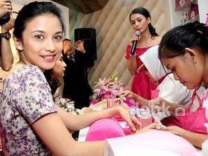 Chelsea Olivia & Shireen Sungkar Percantik Kuku