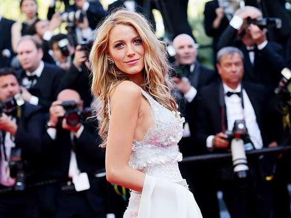Blake Lively Berseri-seri di Festival Film Cannes