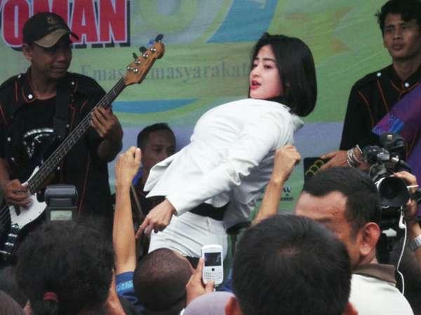 Hobah! Dewi Persik Goyang LP Cipinang