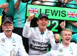 Rosberg Puas Hentikan Momentum Hamilton