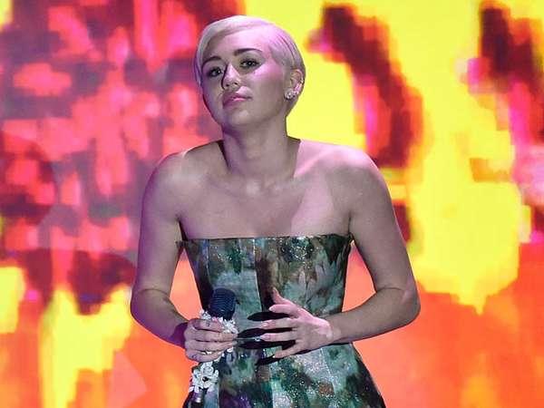 Miley Cyrus Tak Vulgar di WMA 2014