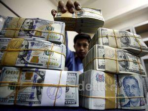Dolar AS Mendekati Rp 12.000