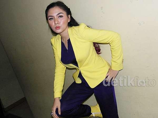 Gaya Kuning Ngejreng Vicky Shu, Love It or Leave It?