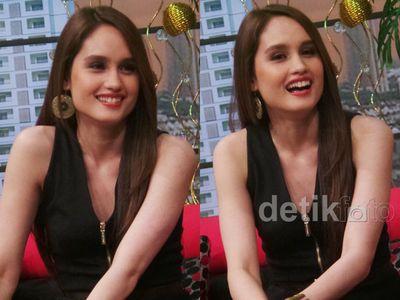Cinta Laura, si Cantik Bergigi Kelinci