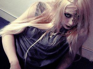 Krystal Tampil Gothic dan Seksi di Foto Teaser Comeback f(x)