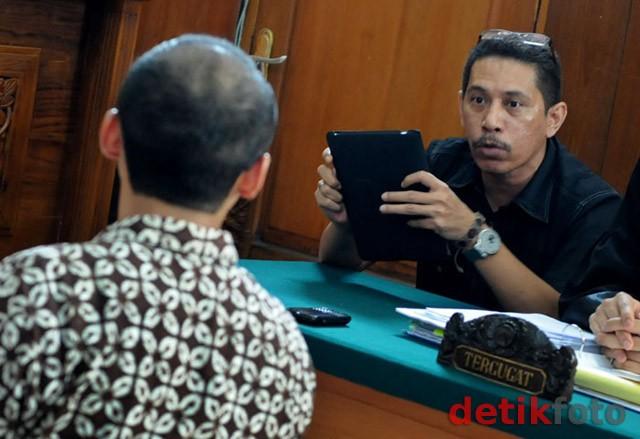 Charlie, Penjual iPad Tak Berbahasa Indonesia Akhirnya Benar-benar Bebas