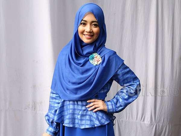 Nuri Maulida Cantik Berhijab Biru
