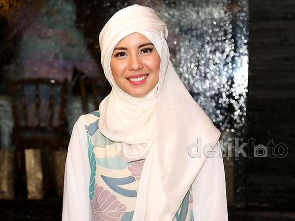 Ramadan, Tya Ariestya Cantik Berhijab
