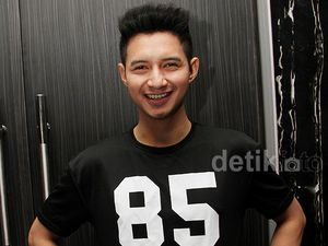 Man in Black, Chand Kelvin