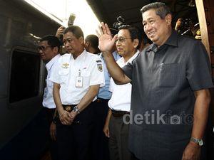 SBY Tinjau Arus Mudik di Stasiun Senen