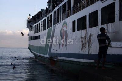 Aksi Para Anak Koin di Pelabuhan Merak