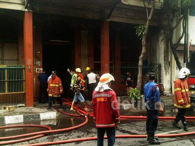 Gedung Tua di Jalan Pahlawan Terbakar