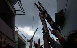 Bawa Senapan Angin dan Golok, Dua Kelompok Warga Tawuran di Pasar Manggis