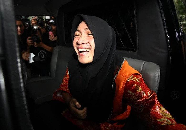 Diperiksa Kpk Istri Bupati Karawang Tampil Modis Dan