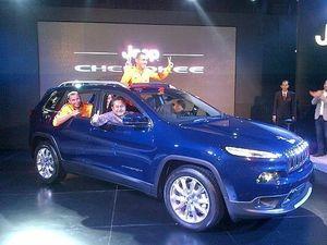 Diawali Tendangan 2 Pemain Juve, Jeep Cherokee Meluncur ke Indonesia