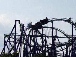 Parah! Roller Coaster di AS Macet di Ketinggian 24 Meter