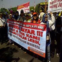 Ajak Keluarga, Karyawan Merpati Mengadu ke Gubernur Soekarwo
