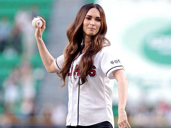 Aksi si Seksi Megan Fox Main Bisbol di Seoul