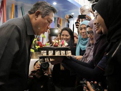 Ultah, SBY Dapat Kue Kejutan dari Jurnalis