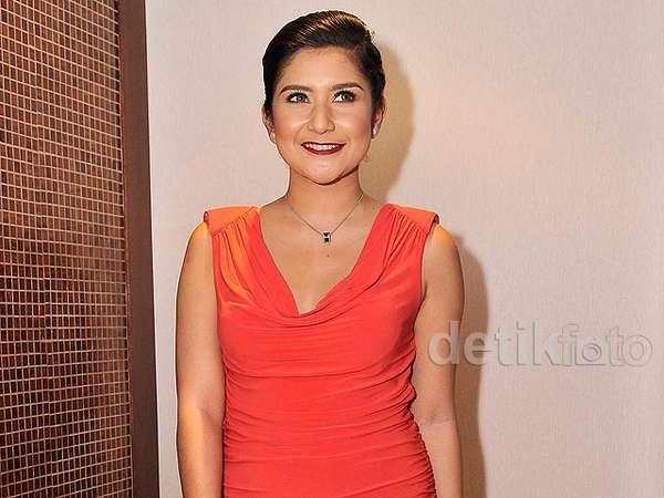 Bianca Liza, Presenter Cantik yang Makin Dewasa