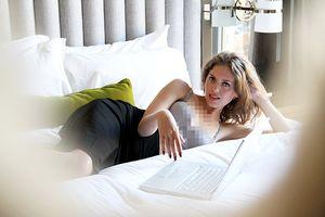 Sarah White: Terapis Bugil bagi Pecandu Pornografi Online