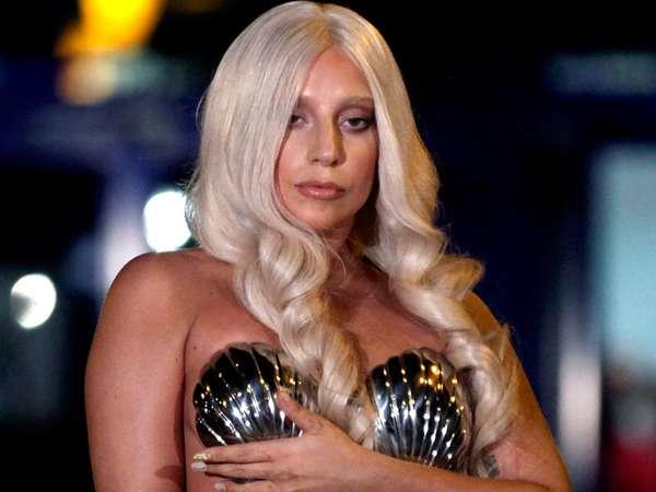 Lady Gaga Nyaris Telanjang di Yunani