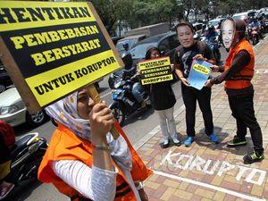 Aksi Tolak Pembebasan Bersyarat untuk Koruptor