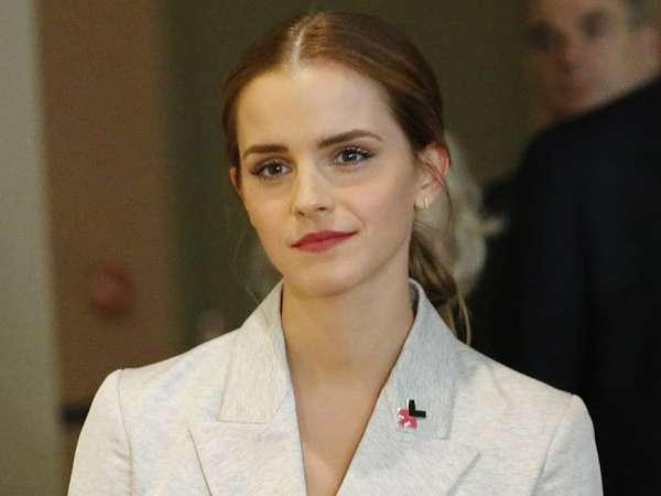 Emma Watson Tampil Formal di New York