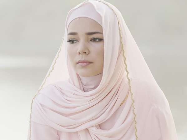 Aih..Cantiknya Dewi Sandra di Film Haji Backpacker