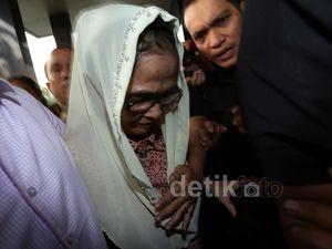 KPK Bebaskan Istri Gubernur Riau