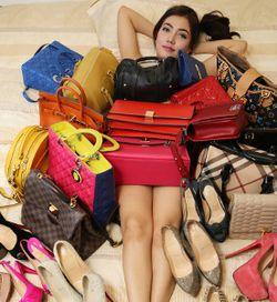Koleksi Tas dan Sepatu Bermerek Jadi Hobi Bella Shofie