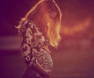 Blake Lively Hamil Anak Pertama dari Ryan Reynolds