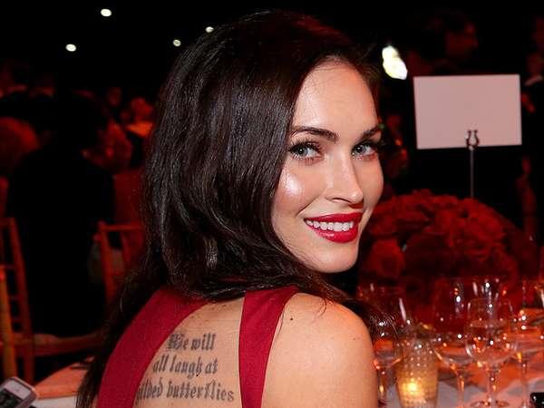 Hot Mom... Megan Fox Pamer Tato di Punggung