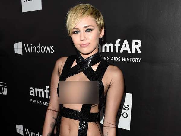 Baju Transparan Nyentrik Miley Cyrus