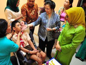 Mega dan Mufidah Sapa Anak-anak Berkebutuhan Khusus