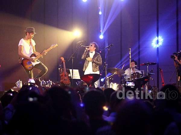 Intim Bareng Slank di Konser 'Revolusi Bunga: Generasi Wangi'