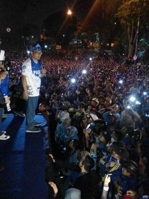 Lampion Terbang Tutup Pesta Kemenangan Persib di Bandung