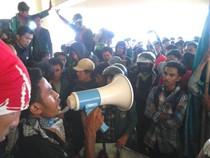 Demo Tolak BBM, Mahasiswa se-Makassar Geruduk Kantor DPRD Sulsel