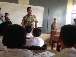Kunjungi SD di Depok, Mendikbud Anies Sapa Siswa dengan Bahasa Inggris