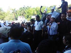 Pekerja Hotel se-Makassar Demo Tolak Larangan PNS Rapat di Hotel