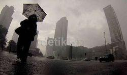 Hujan Angin di Jakarta, Ini Data 8 Pohon Tumbang dan 17 Titik Genangan