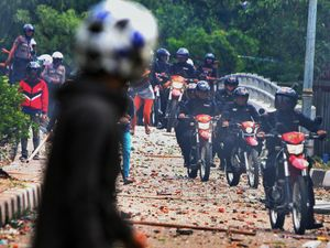 Polisi Bubarkan Tawuran di Manggarai