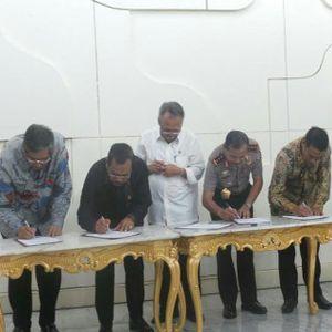 Menteri, Wakapolri, dan Jaksa Agung Teken Surat Pengadaan Bibit Tanpa Tender