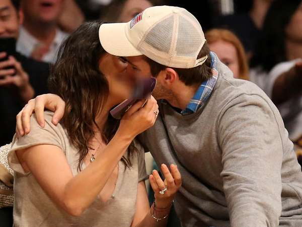 Mesranya... Nonton Basket, Ashton Kutcher Cium Mila Kunis