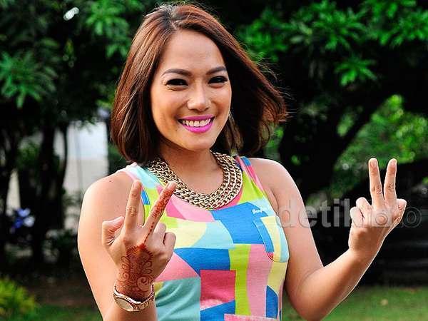Jenny Cortez Tampil Colorful