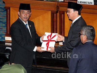 Ahok Sampaikan RAPBD 2015 DKI Jakarta