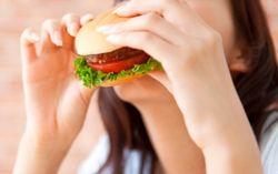 Seorang Wanita Temukan Tambalan Gigi di Burger McDonalds Jepang