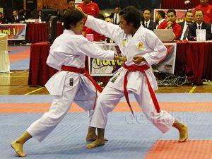 Aksi Prajurit Wanita TNI di Kejuaraan Karate