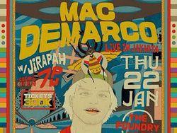 Malam Jumat yang Meriah di Panggung Mac Demarco