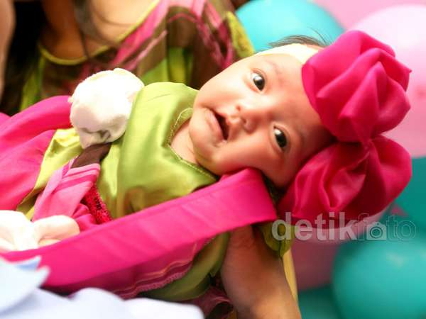 Gemes! Bayi Anang dan Ashanty Cute Berpita Pink